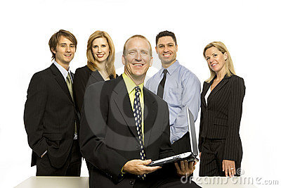 Geschäftsleute nähern sich Schreibtisch