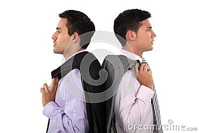 Geschäftsmänner Rücken an Rücken
