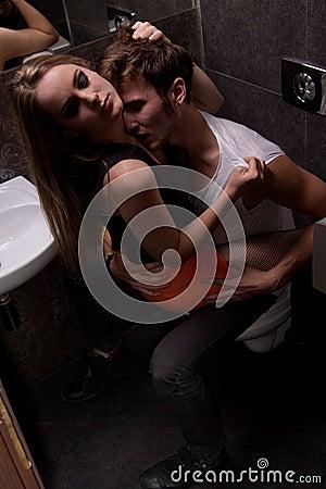 Geschlecht in der Toilette des Musikklumpens