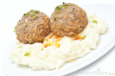 Gestampfte Kartoffeln und Fleischklöschen