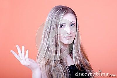 Gesturing женщина