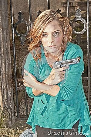 Gevaarlijke vrouw met pistool