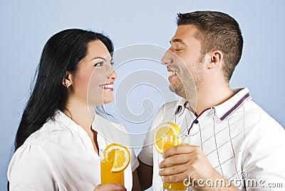 Gezond paar dat samen lacht