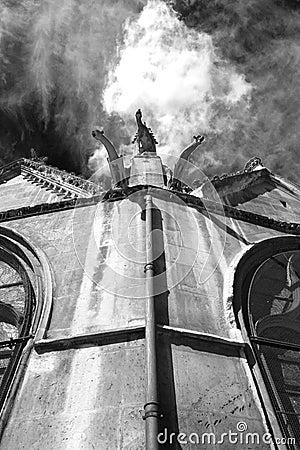 Free Ghostly Gargoyles On Churchroof Royalty Free Stock Photos - 659728