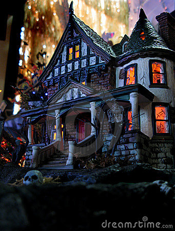 Free Ghostly Halloween House Stock Photos - 16349843