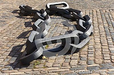 Giant chain