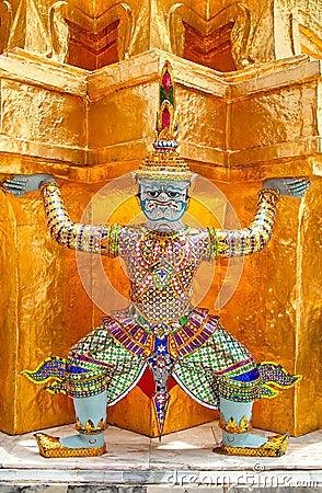 Giant guardian @ Wat Phra Kaew
