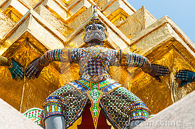 Giant  Lifts  The Golden Pagoda At Wat Pra Kaew.
