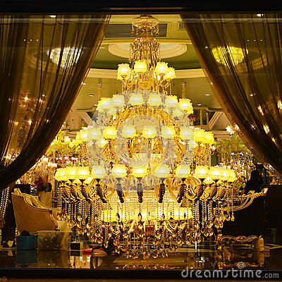 Free Giant Luxury  Crystal  Lighting Royalty Free Stock Photos - 54885718