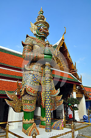 Free Giant Mosaic Guards At The Grand Palace Stock Photography - 28070482