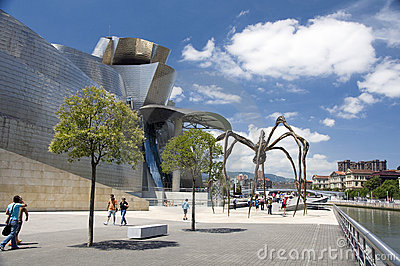 The giant spider, the Guggenheim Museum in Bilbao Editorial Photography