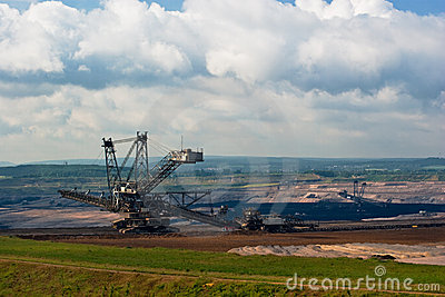 Giant spreader in an open pit