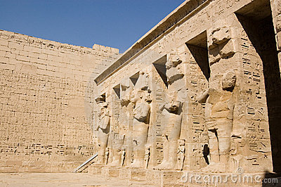 Giant statues, Medinet Habu Temple