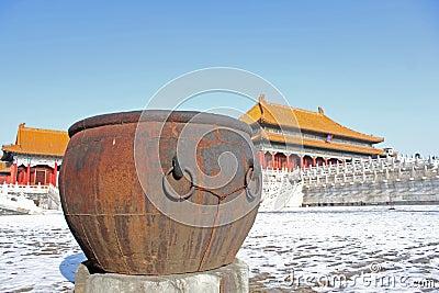 Giant water jar
