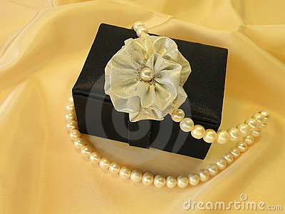 Gift box with pearls