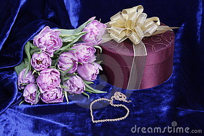Gift.Light violet tulips, box, heart of gold chain