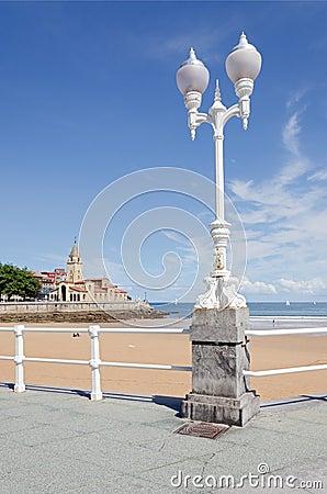 Gijón, San Lorenzo Beach. Vertical