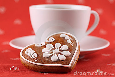 Gingerbread heart and coffee