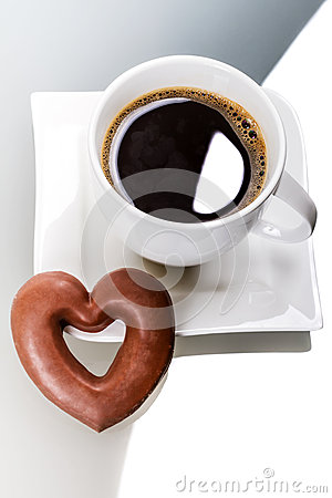 Gingerbread heart with coffee