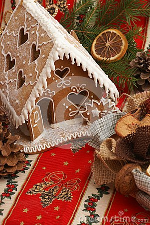 Free Gingerbread House Royalty Free Stock Image - 32750326