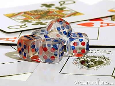 Gioco le ossa e delle carte da gioco