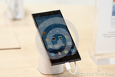 GIONEE E7, MOBILE WORLD CONGRESS 2014 Editorial Stock Image