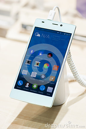 GIONEE E7, MOBILE WORLD CONGRESS 2014 Editorial Stock Photo