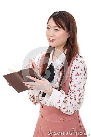 Giovane donna asiatica