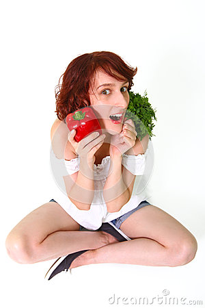 Giovane donna stupita con le verdure