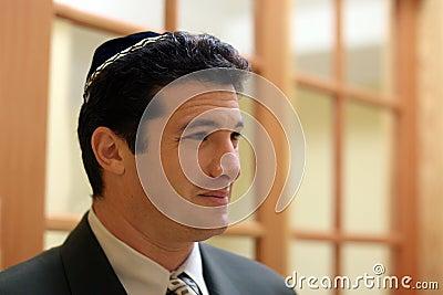 Giovane uomo ebreo