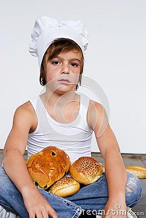 Giovani ragazzo e pane del panettiere