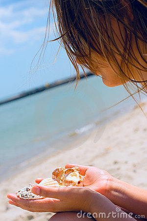 Gir with shells