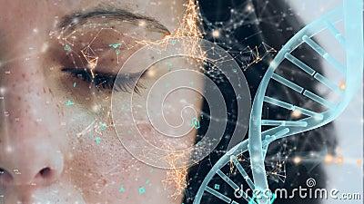 Girare il filamento di DNA con la faccia sullo sfondo video d archivio