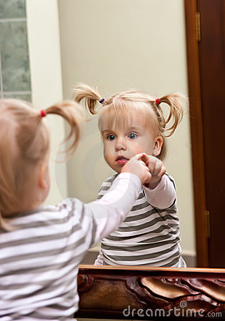 Free Girl And Mirror Royalty Free Stock Image - 21167426