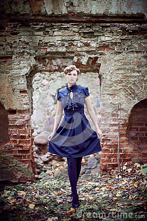 Free Girl And Ruins Royalty Free Stock Photos - 61570648