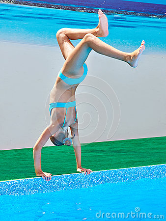 Free Girl Athlete Stands On His Hands To Jump Into Water Stock Photo - 75835310