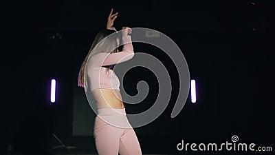 Hot chics dancing