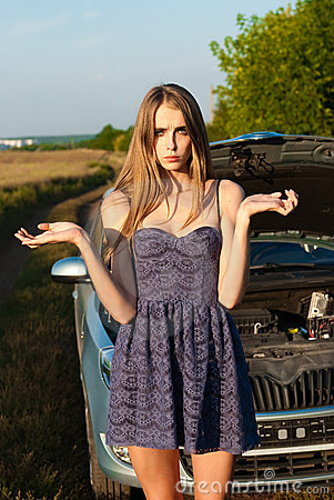 Girl did not know what to do with a car that broke