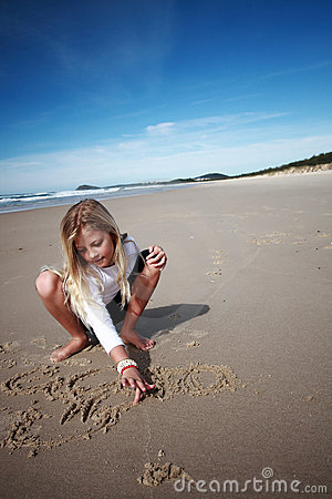 Free Girl Drawing In Beach Sand Royalty Free Stock Photos - 5851068