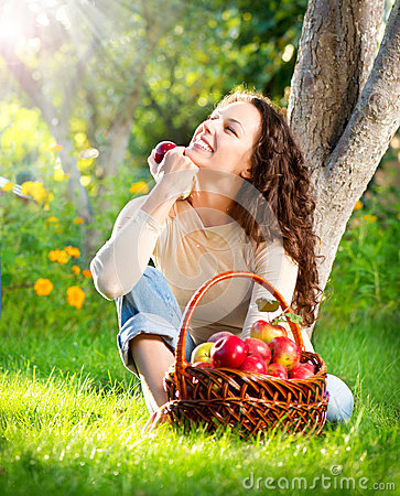 Free Girl Eating Organic Apple In The Orchard Royalty Free Stock Photos - 26750988
