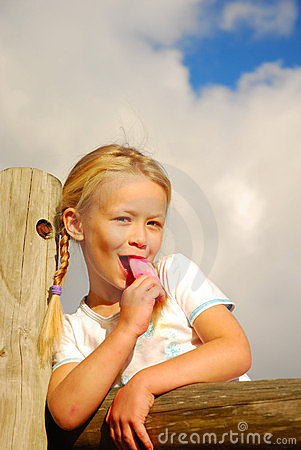 Free Girl Eating Pink Ice-cream Stock Photography - 5051942