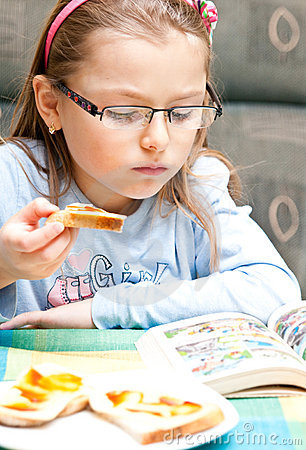 Girl eating and reading