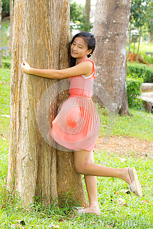 Girl embrace the tree