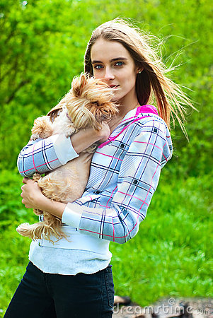Girl holds in his hands a little dog