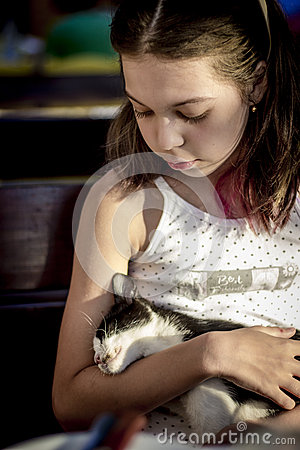 Free Girl Hugging A Stray Kitten Royalty Free Stock Photo - 64365065
