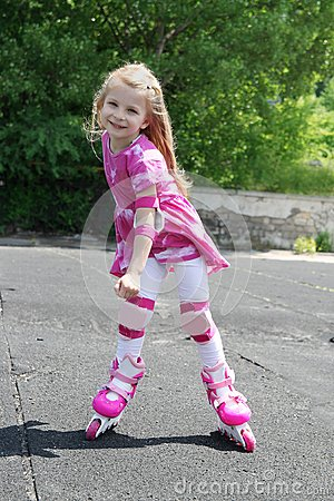 Free Girl In Protection Rollerskating Stock Photos - 55159543