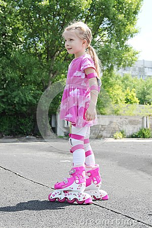 Free Girl In Protection Rollerskating Stock Photography - 55159652