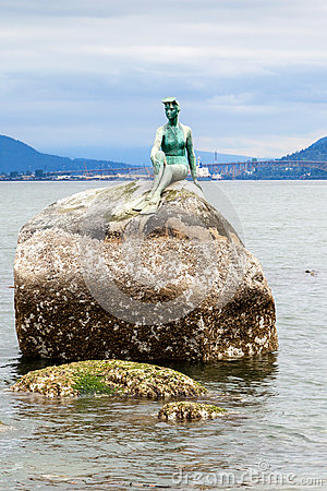 Free Girl In Wetsuit Statue At Stanley Park, Vancouver Stock Photo - 78803900