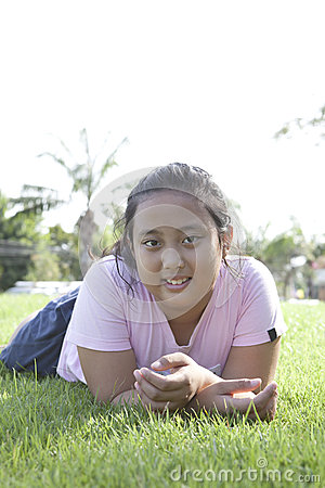 ้girl lied on green grass field with nice emotion