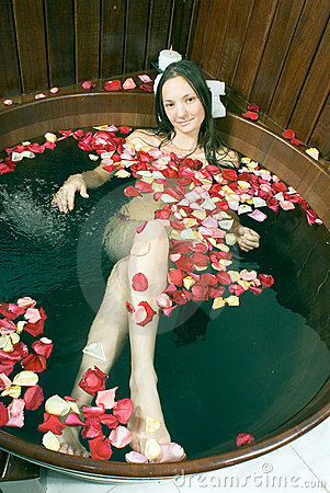 Free Girl Lying In Tub Of Water - Vertical Royalty Free Stock Photo - 5555585